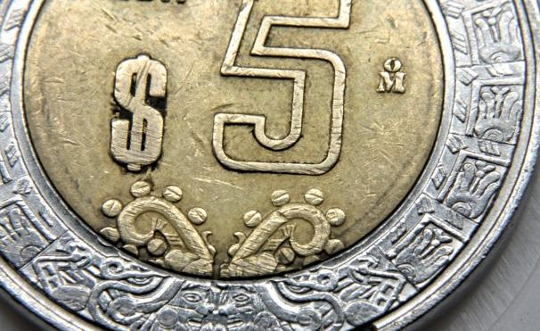 Will the Mexican peso turn to bitcoin technology or precious metals?