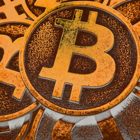 Bitcoin Starts the Year With a Crash, and People are Talking
